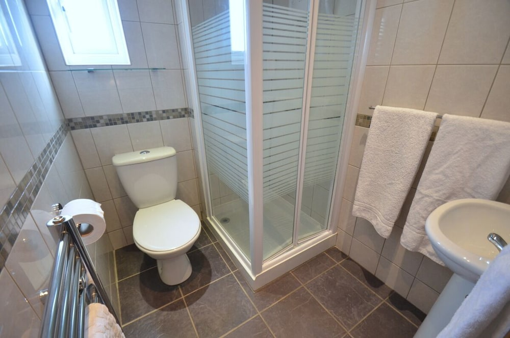 Bathroom, Oaktree Lodge