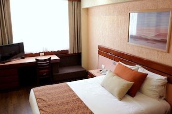 友達とメキシコへショッピングと観光を楽しみに行くので、近隣の安いホテルを教えて下さい