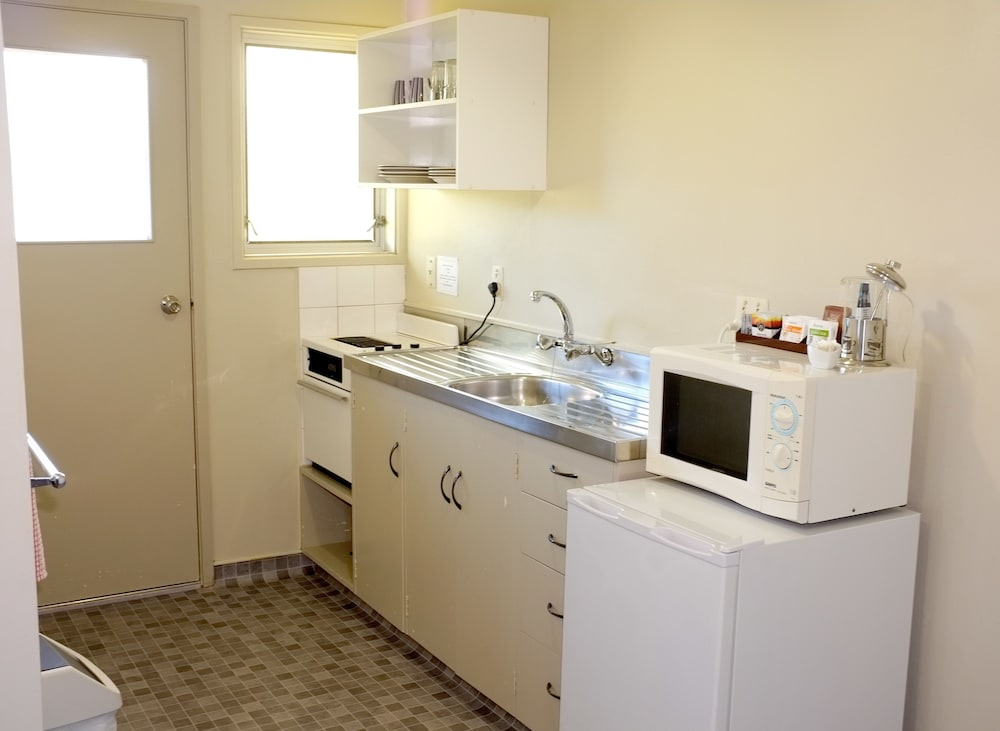 Private Kitchen, Westport Motels