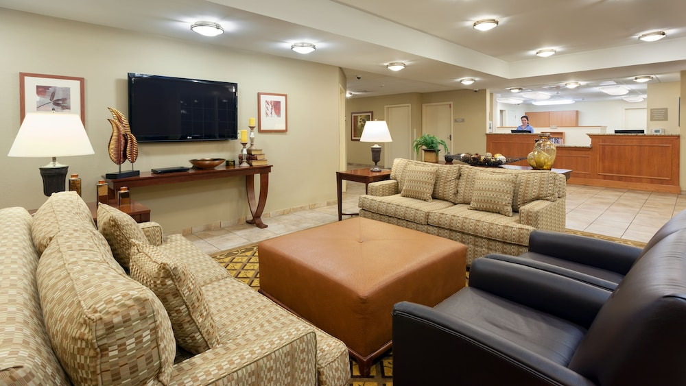 Lobby, Candlewood Suites Reading, an IHG Hotel