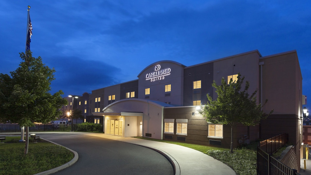 Exterior, Candlewood Suites Reading, an IHG Hotel