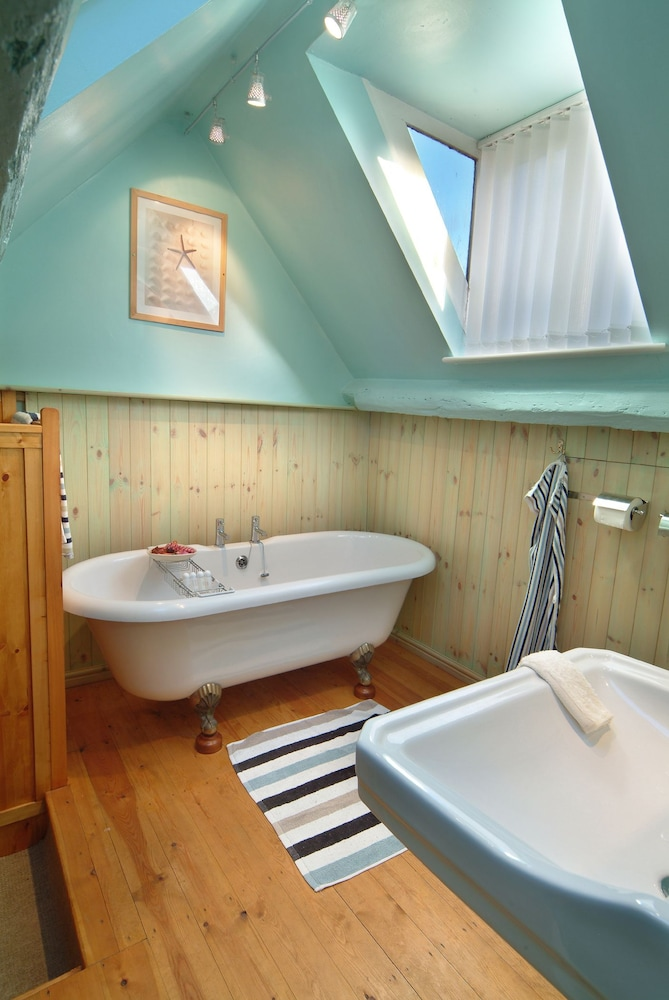 Bathroom, Discovery Accommodation