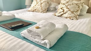 Hypo-allergenic bedding, in-room safe, free WiFi, linens