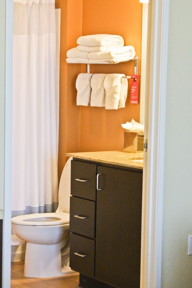Bathroom, Towneplace Suites by Marriott Broken Arrow