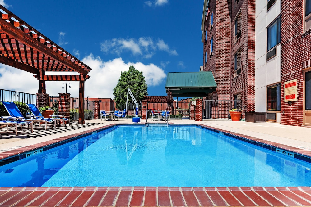 Pool, Towneplace Suites by Marriott Broken Arrow