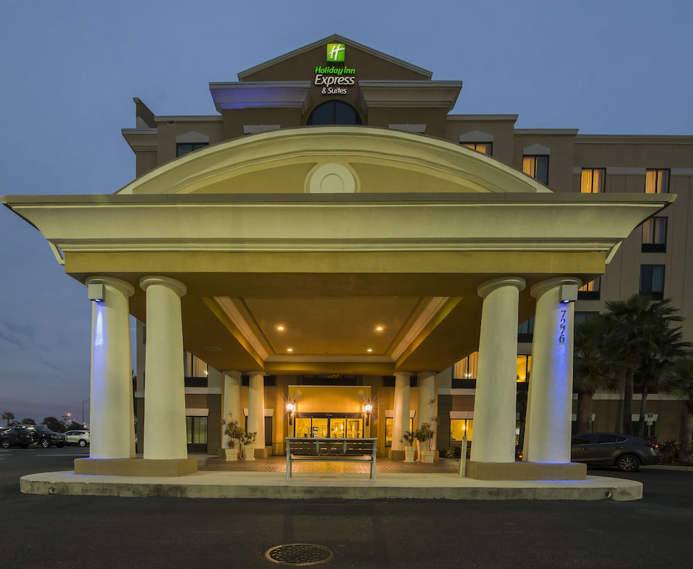 Holiday Inn Express & Suites: 2018 Room Prices $70, Deals & Reviews ...