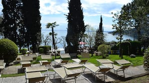 Plage privée à proximité, chaises longues, parasols, bar de plage