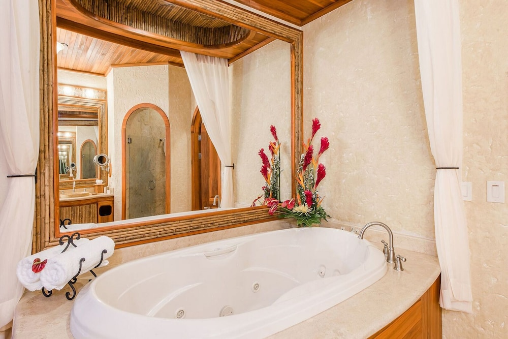Private Spa Tub, The Springs Resort and Spa at Arenal