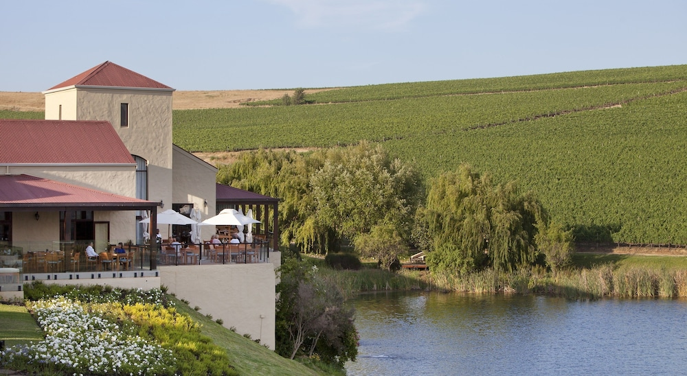 Outdoor Dining, Asara Wine Estate & Hotel