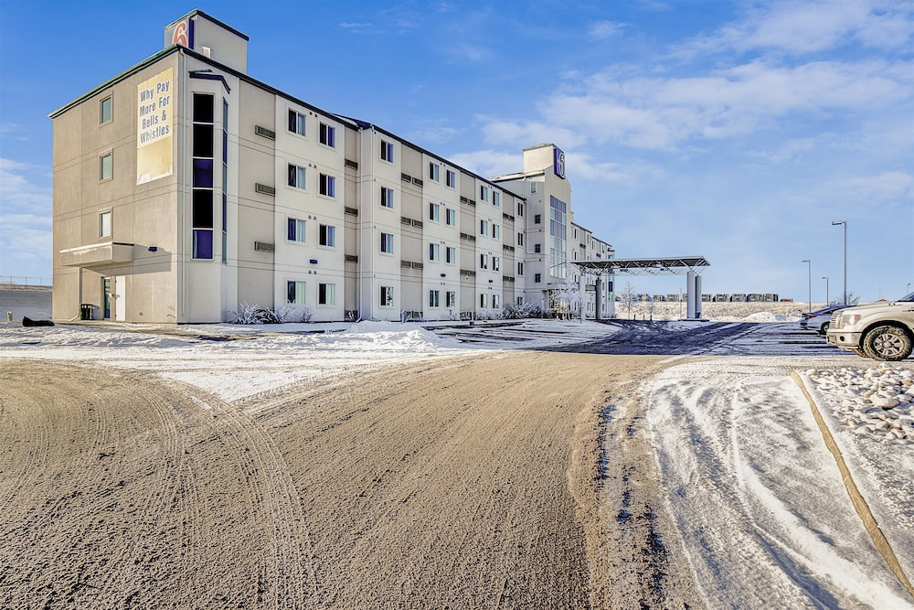 Front of Property, Motel 6 Grande Prairie AB