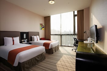 Holiday Inn Express Taichung Park