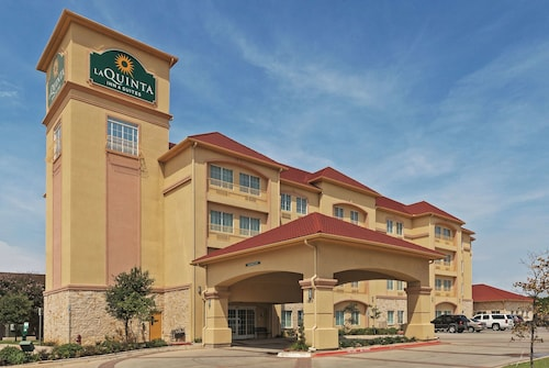 La Quinta Inn & Suites by Wyndham DFW Airport West - Bedford