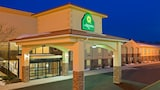 La Quinta Inn & Suites West Long Branch - West Long Branch Hotels