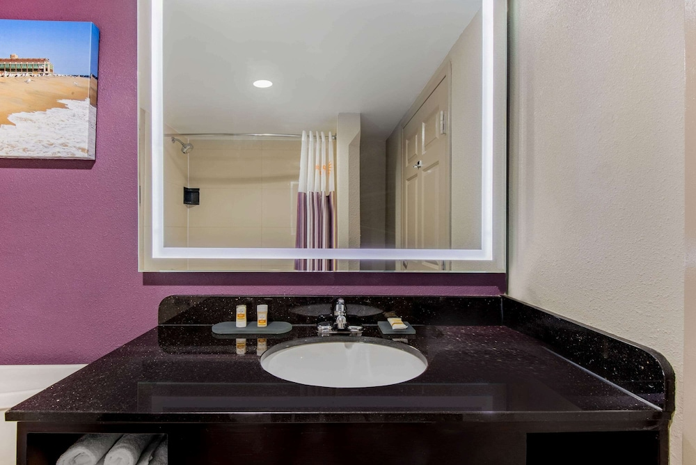 Bathroom, La Quinta Inn by Wyndham West Long Branch