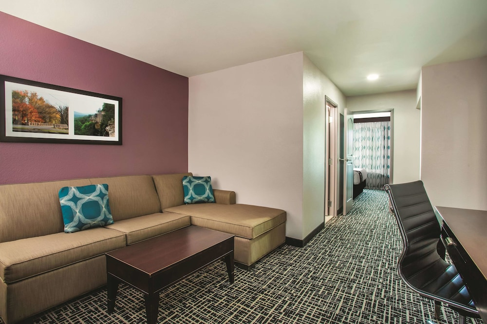 Room, La Quinta Inn & Suites by Wyndham Russellville