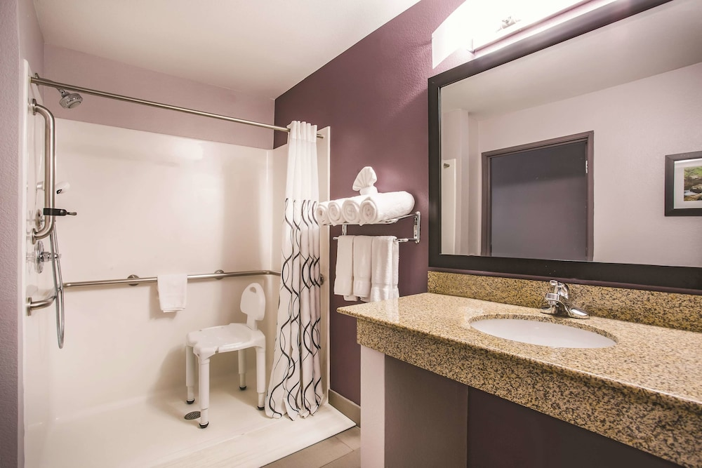 Bathroom, La Quinta Inn & Suites by Wyndham Russellville