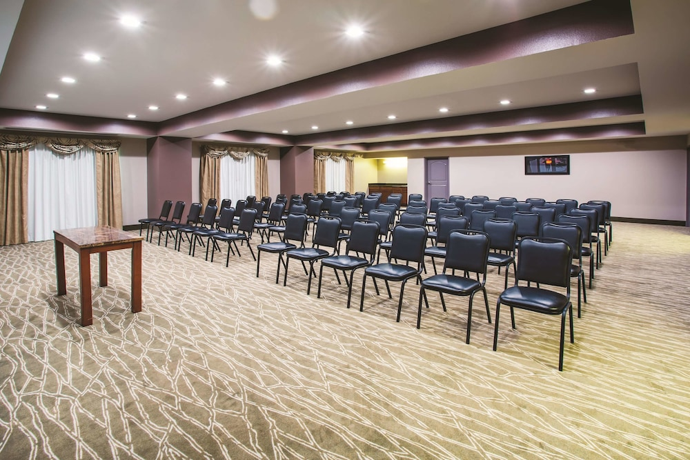 Meeting Facility, La Quinta Inn & Suites by Wyndham Russellville