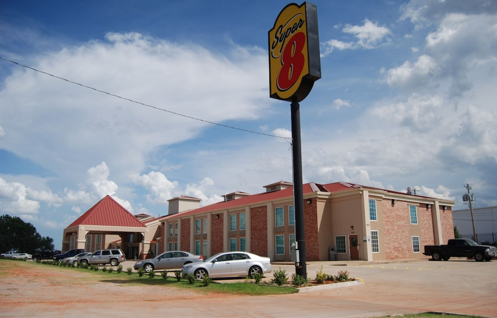 Front of Property, Super 8 by Wyndham Oklahoma City