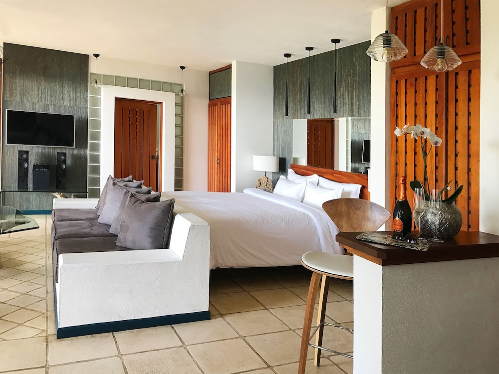 Room, Makanda by the Sea