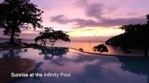 7 outdoor pools, free cabanas, pool umbrellas