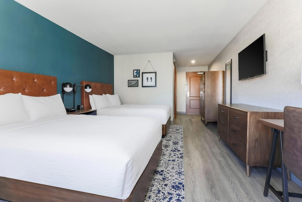 Room, Four Points by Sheraton Ontario-Rancho Cucamonga
