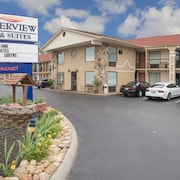 Riverview Inn & Suites