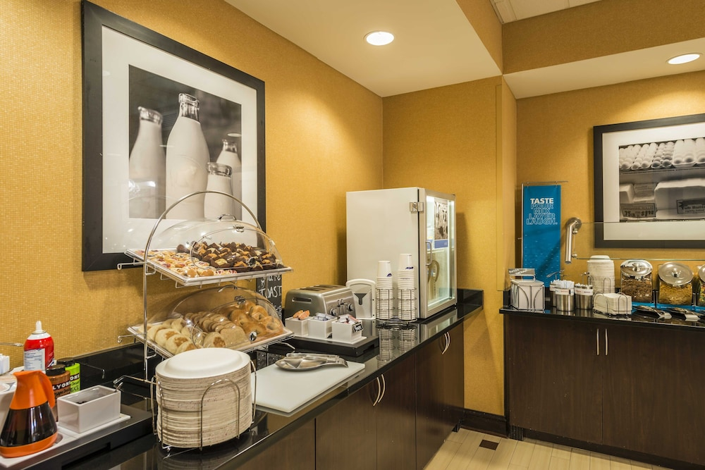 Breakfast buffet, Hampton Inn & Suites Jacksonville South - Bartram Park