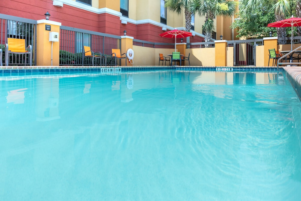 Outdoor Pool, Hampton Inn & Suites Jacksonville South - Bartram Park