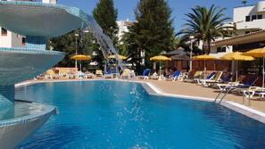 Indoor pool, 2 outdoor pools, free cabanas, pool umbrellas