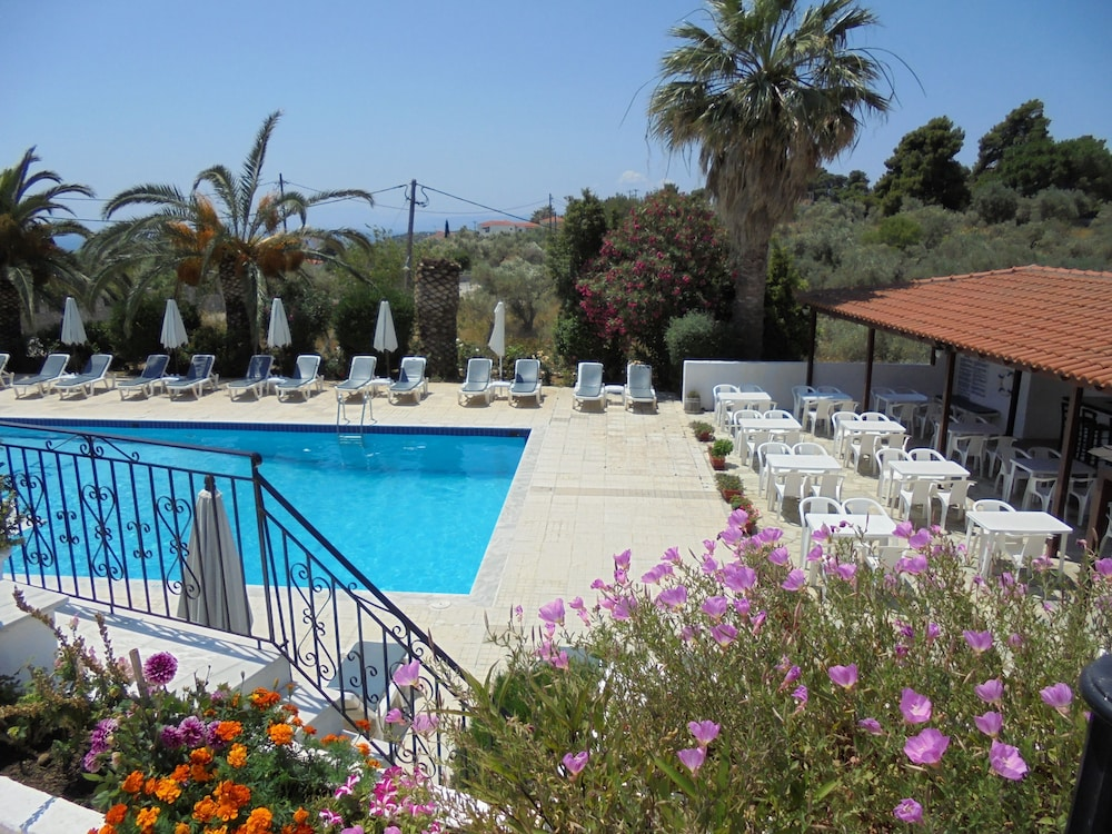 Paradise in skiathos island hotel rates reviews on orbitz for Skiathos hotel
