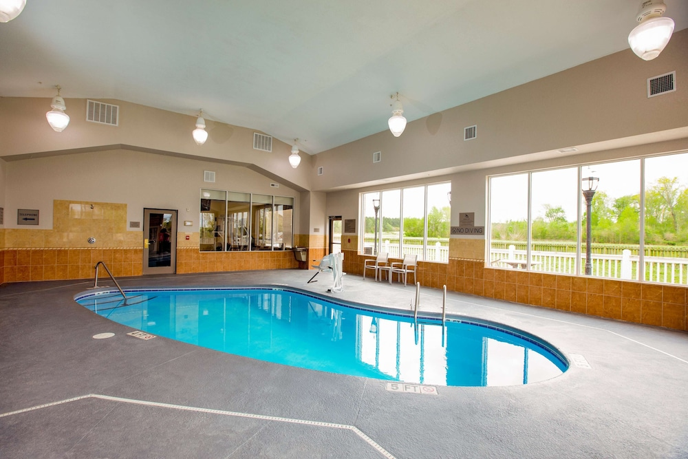 Indoor Pool, Country Inn & Suites by Radisson, Wilson, NC
