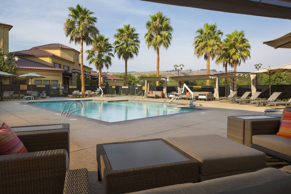 Pool, SpringHill Suites Napa Valley