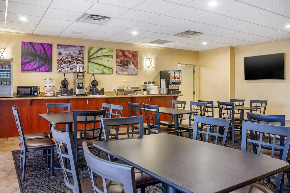 Breakfast Area, Sleep Inn & Suites Airport