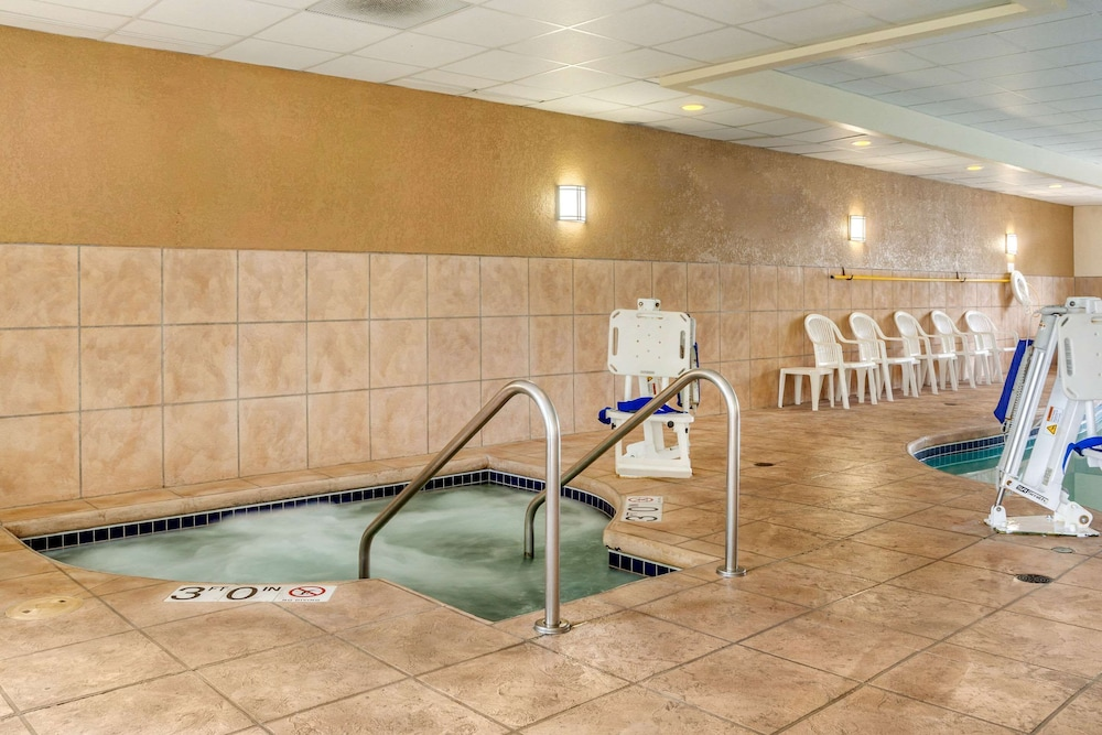 Pool, Sleep Inn & Suites Airport