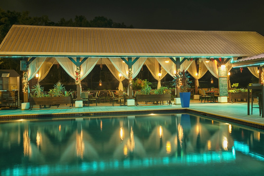 Pool, Courtyard by Marriott Paramaribo