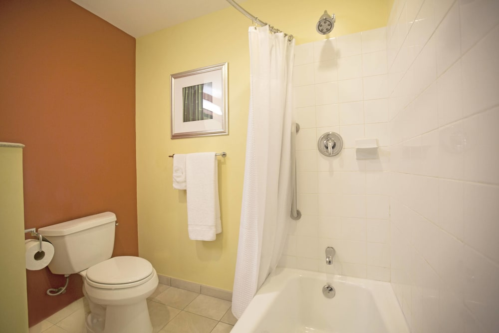 Bathroom, Courtyard by Marriott Paramaribo