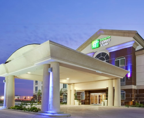 Great Place to stay Holiday Inn Express Hotel & Suites Dinuba West near Dinuba