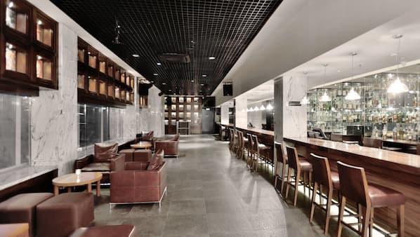 2 bars/lounges, pub