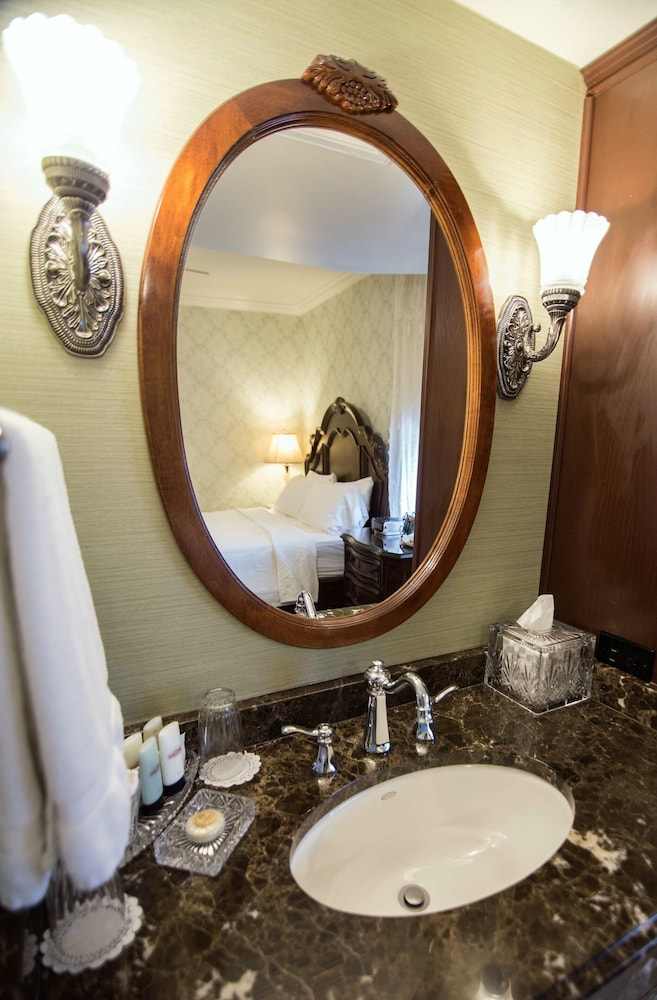 Bathroom, The General Palmer Hotel