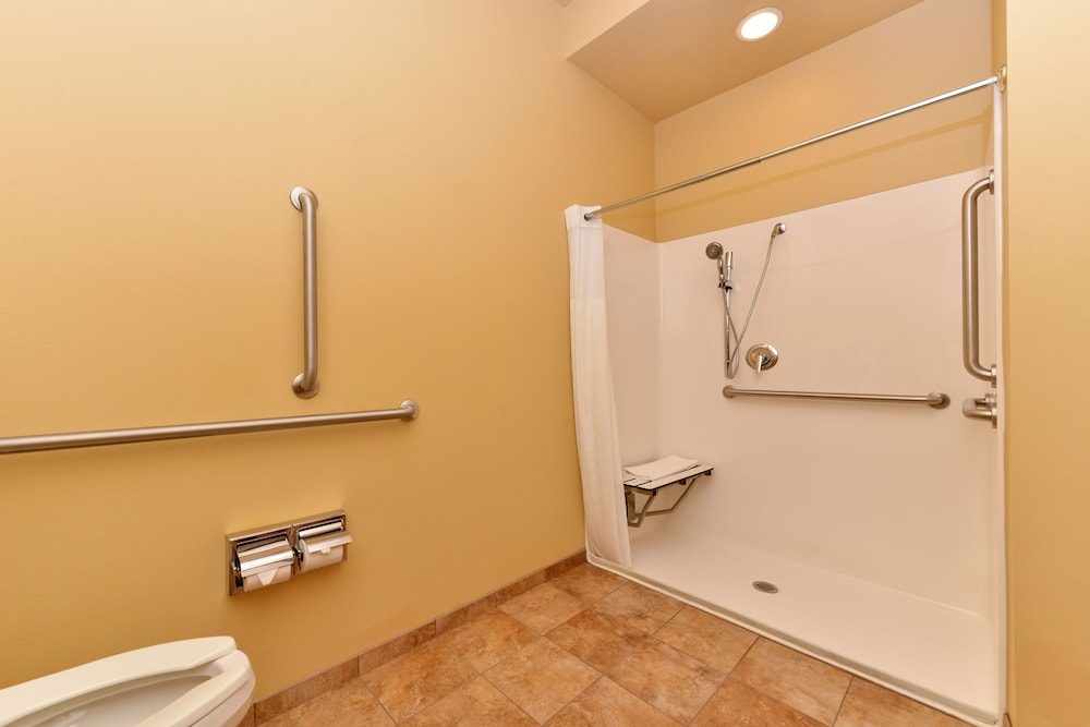 Bathroom Shower, AmericInn by Wyndham Fargo Medical Center