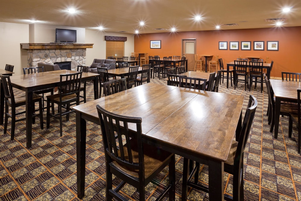 Breakfast Area, AmericInn by Wyndham Fargo Medical Center