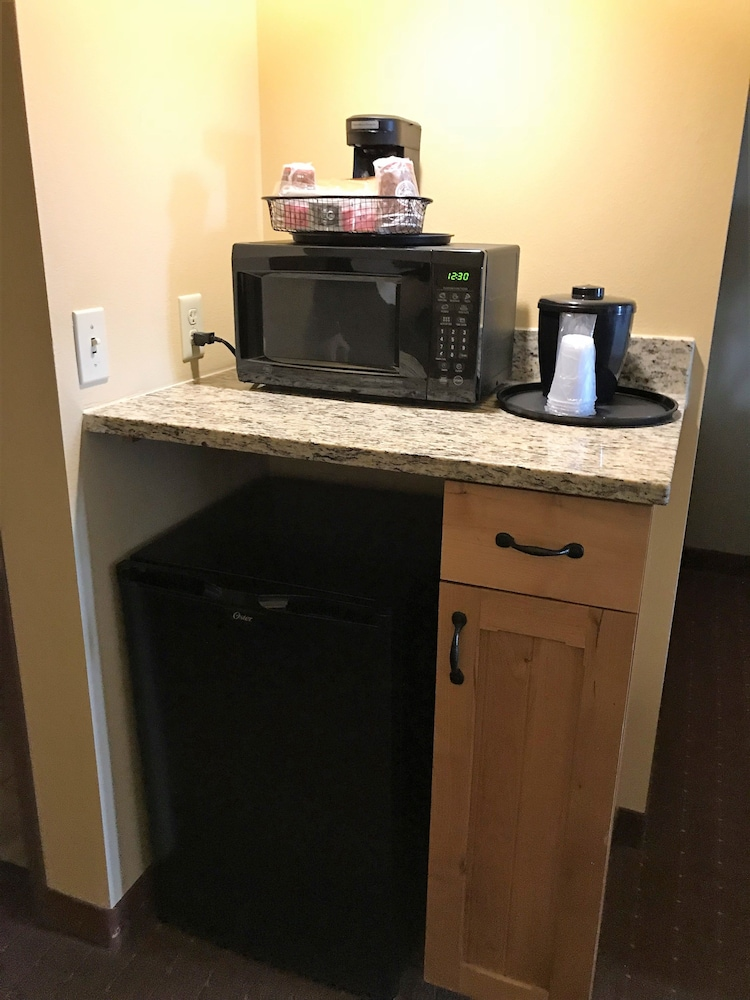 Room Amenity, AmericInn by Wyndham Fargo Medical Center