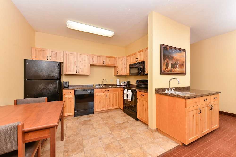 Private Kitchen, AmericInn by Wyndham Fargo Medical Center