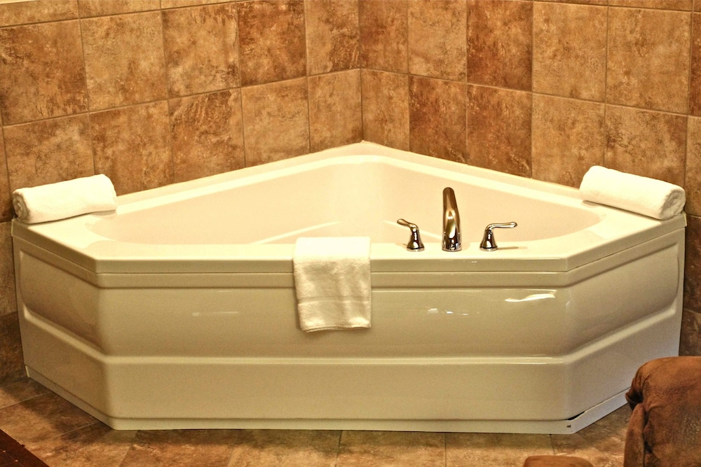 Deep Soaking Bathtub, AmericInn by Wyndham Fargo Medical Center