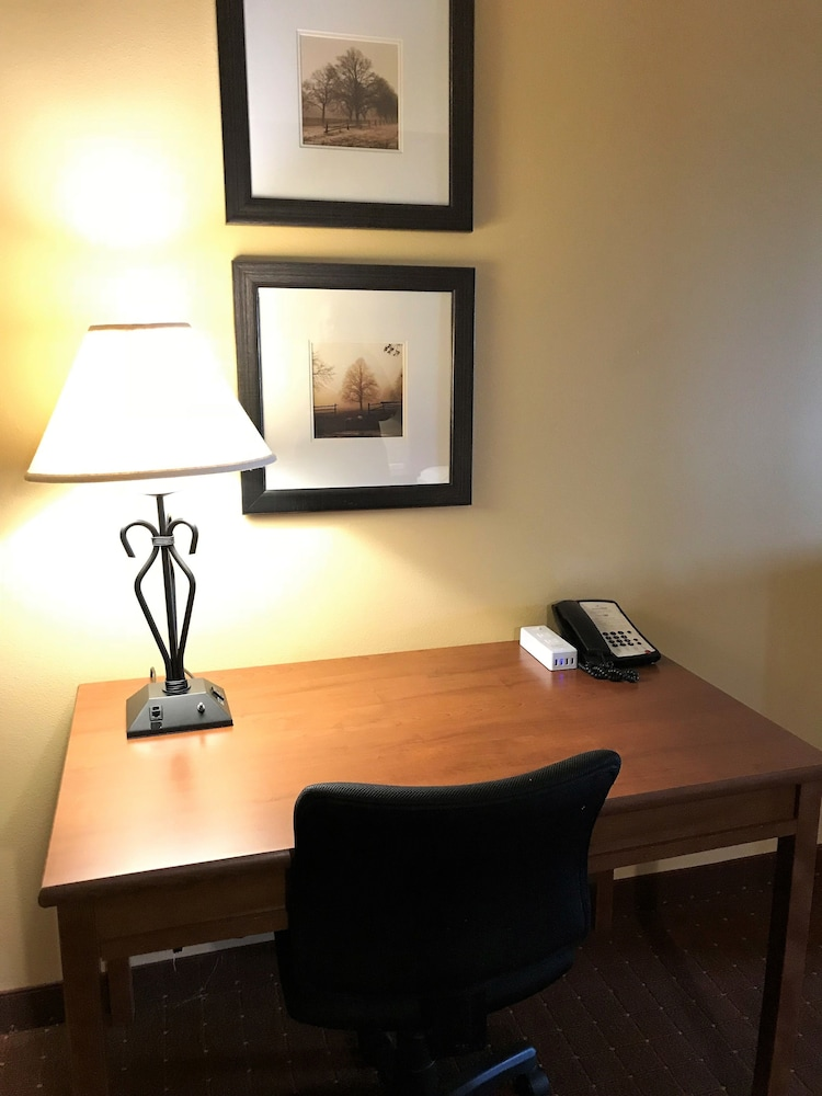 In-Room Business Center, AmericInn by Wyndham Fargo Medical Center