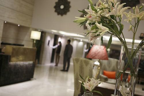 苏里亚皇宫酒店