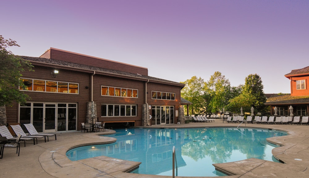Outdoor Pool, Lodges at Timber Ridge By Welk Resorts