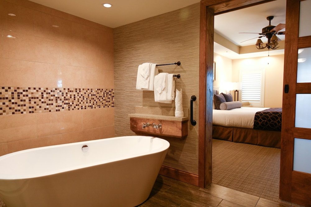 Deep Soaking Bathtub, Lodges at Timber Ridge By Welk Resorts