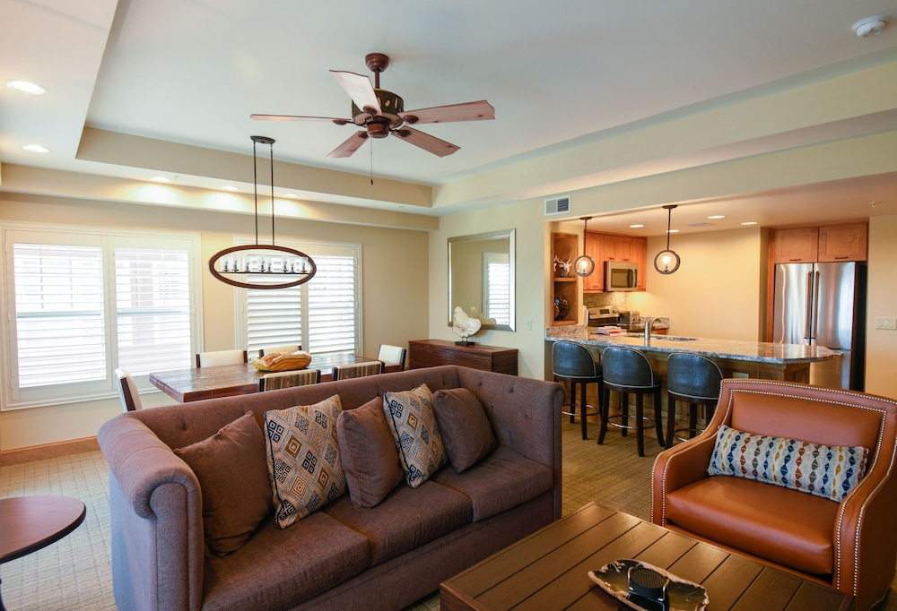 Living Room, Lodges at Timber Ridge By Welk Resorts