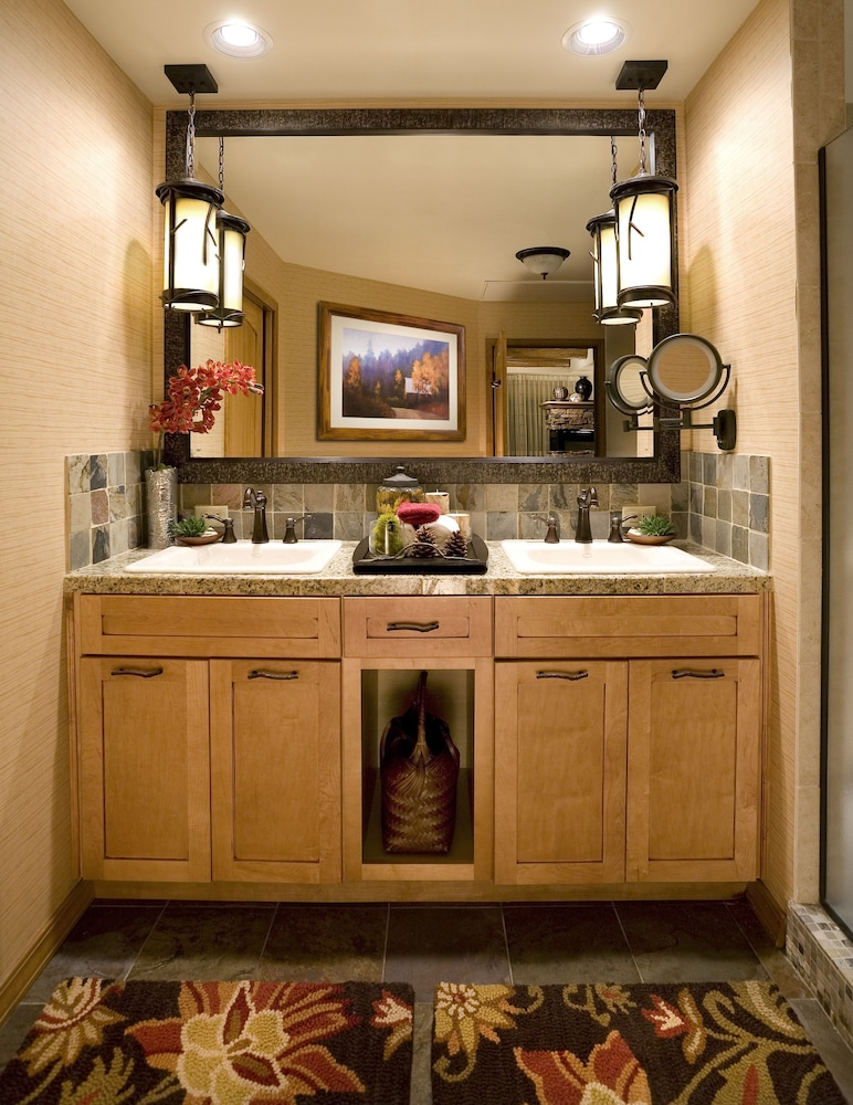 Bathroom Sink, Lodges at Timber Ridge By Welk Resorts